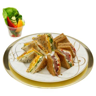 ローストビーフと目玉焼きのグリルサンド(サラダ付)