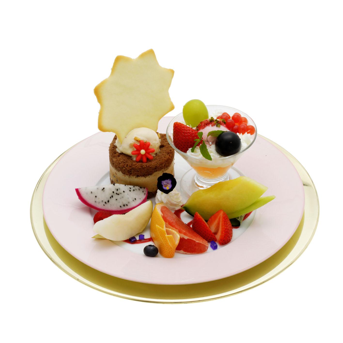 イタリアンプレート (ヌガーアイス・チュイル・エスプレッソパルフェ、夏のミニパフェ、フレッシュフルーツ)